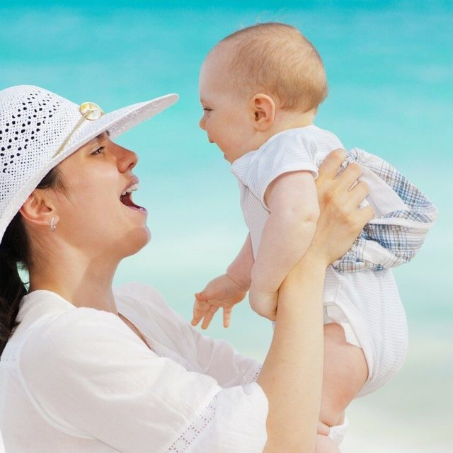 母の腸内細菌のメッセージが胎児に届き、その子の将来に影響を与えるかも?