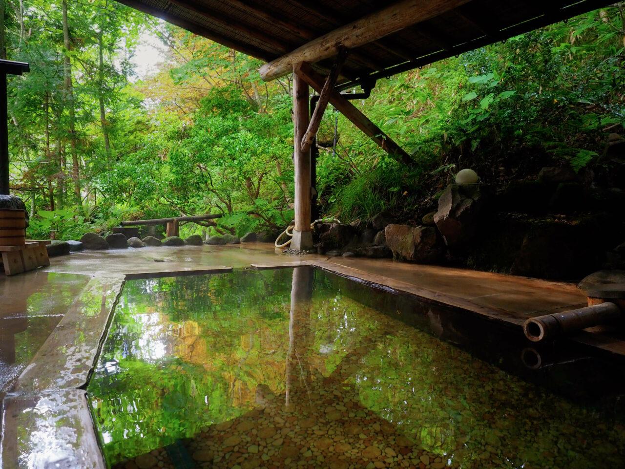 秘湯と呼ばれる温泉と、近場の温泉の効果効能はどの程度違うのか?